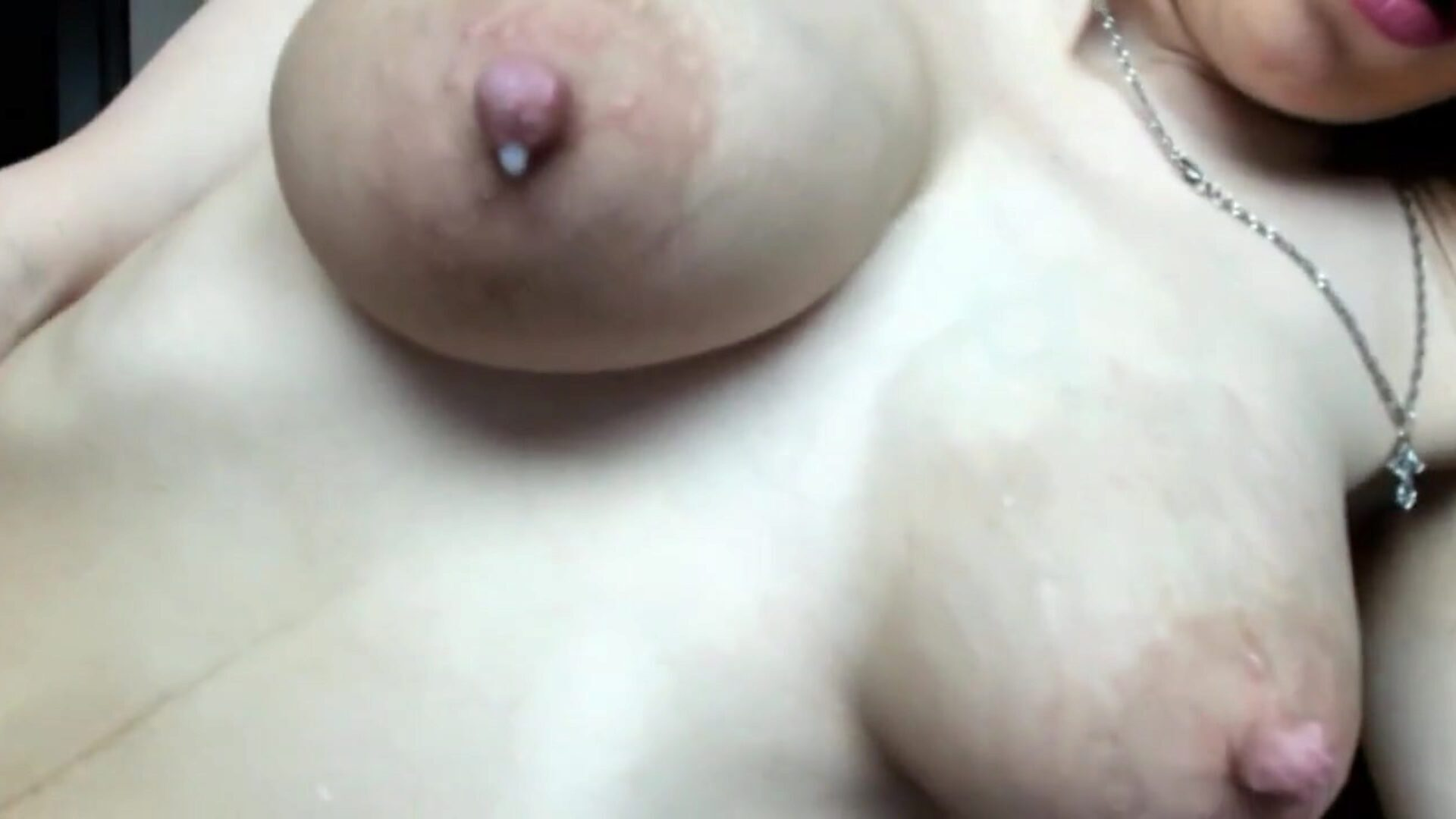 HUGE NATURAL MILK FILLED TITS - DRIPPING, BOUCING, SQUEEZING Young Big Titted hotty squashes juggles her charming milk filled love muffins and milks her self to the verge