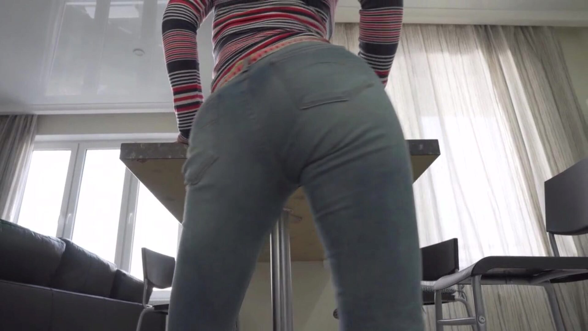 Contactless oral-job Milf's hot butt in slim jeans Creampie throat