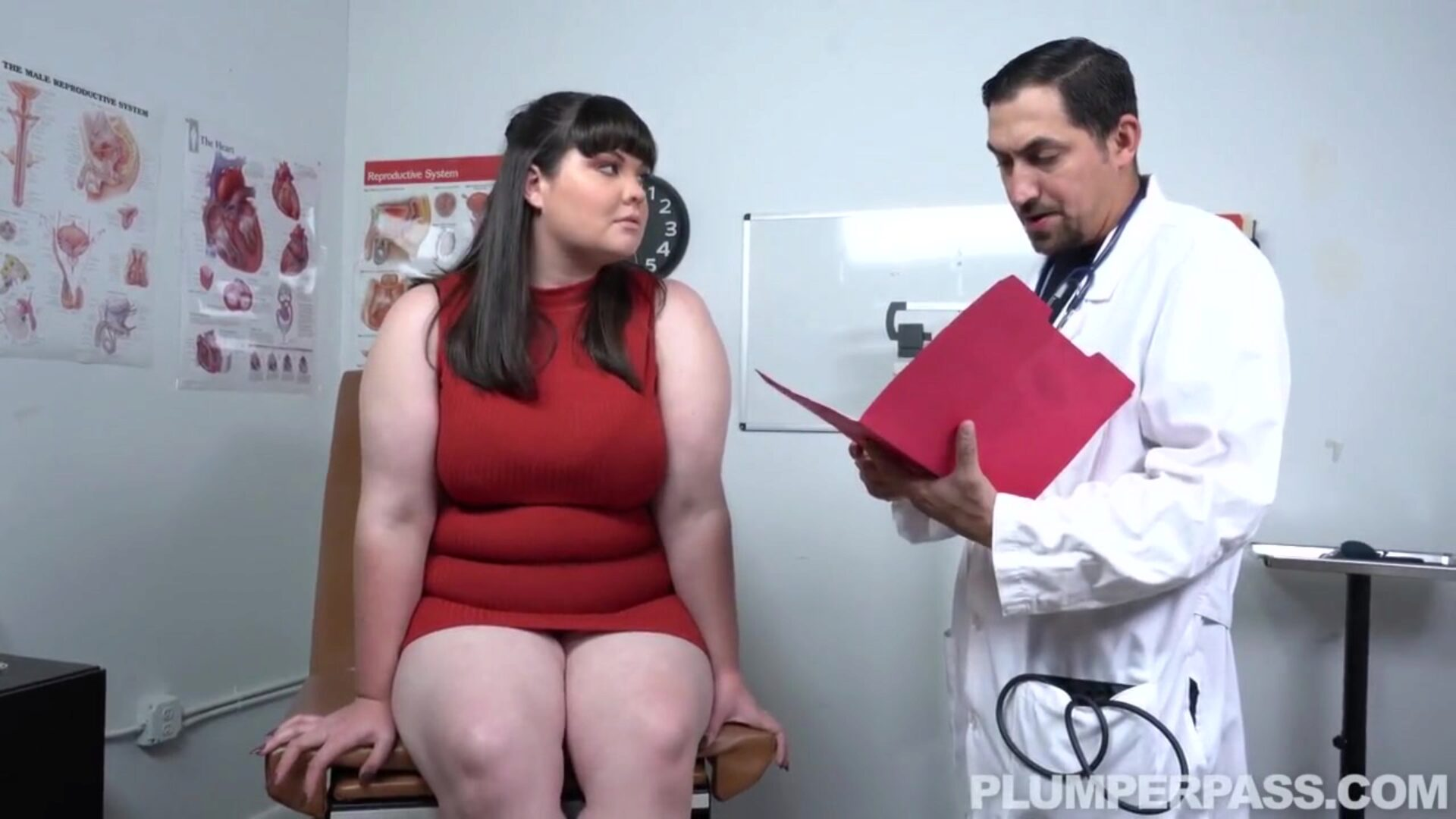 BBW Gets a Cum Injection in Her Ass