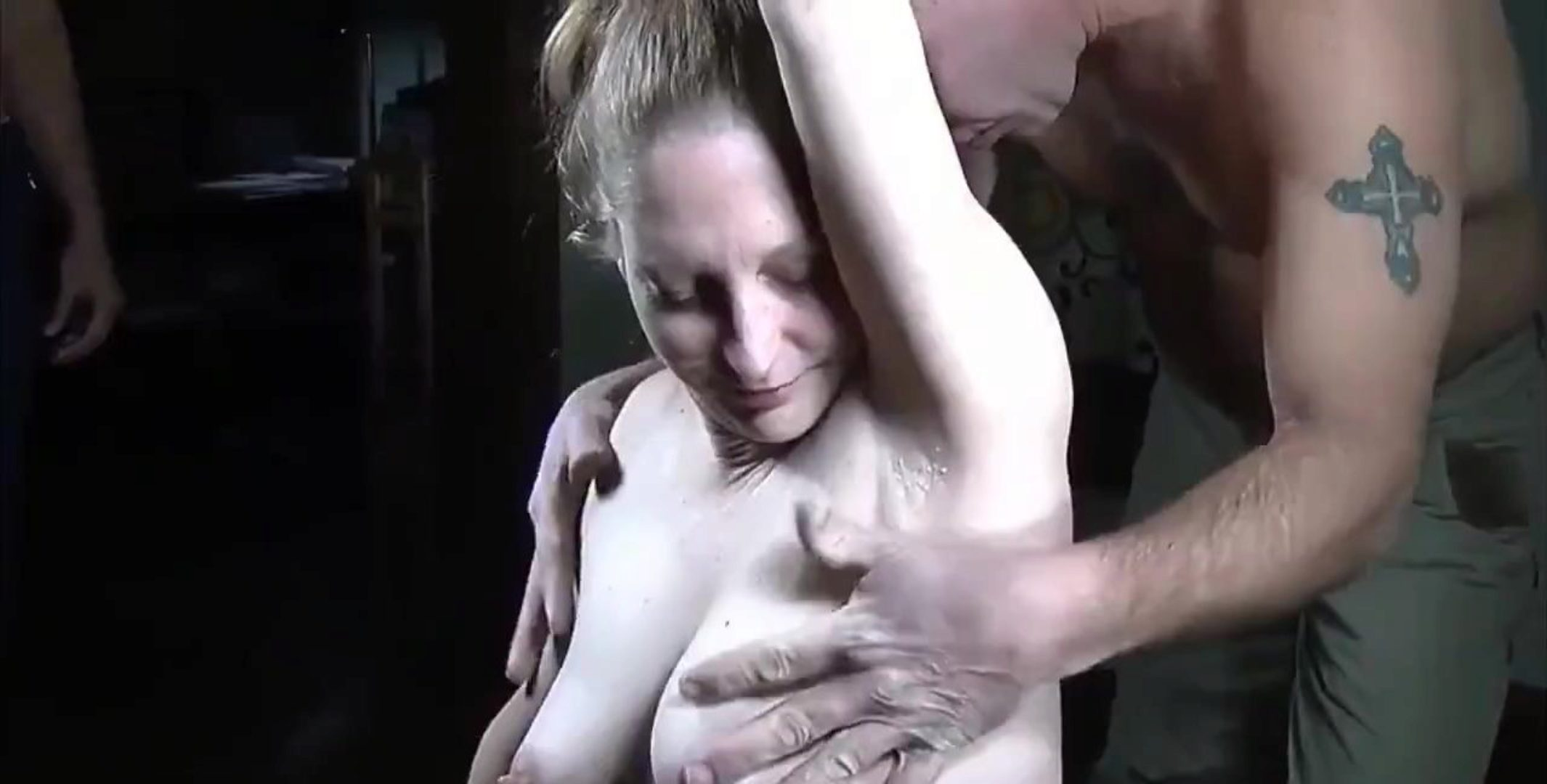 AMATEUR BUSTY Swinger Wife Squirts in her 1st Gangbang